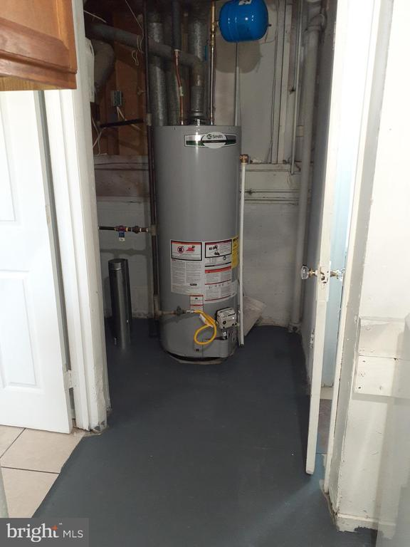 New Hot Water Heater - 6809 VALLEY PARK RD, CAPITOL HEIGHTS