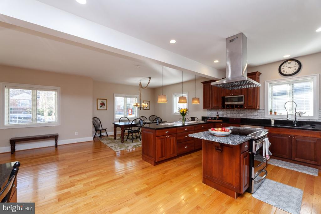 Open kitchen - 3006 N TUCKAHOE ST, ARLINGTON