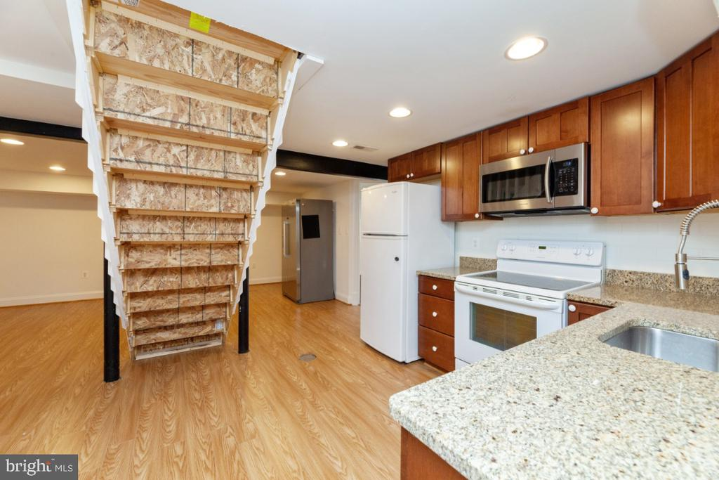 Basement kitchenette - 3006 N TUCKAHOE ST, ARLINGTON