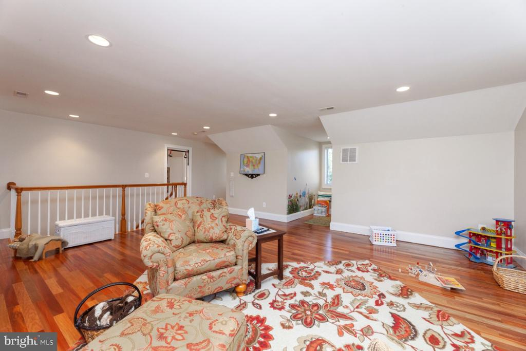 Upstairs living area - 3006 N TUCKAHOE ST, ARLINGTON