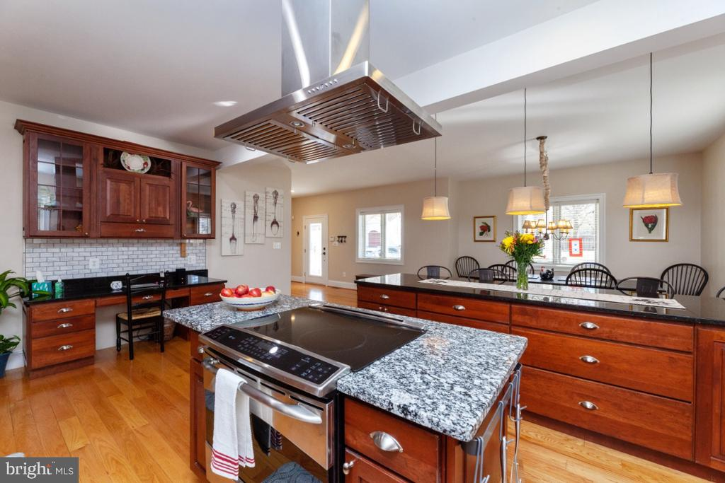 Kitchen with island - 3006 N TUCKAHOE ST, ARLINGTON