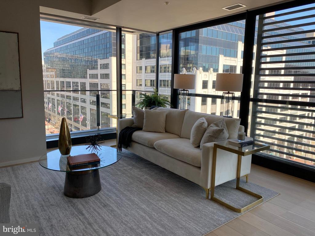 Living Room with views - 920 I ST NW #811, WASHINGTON