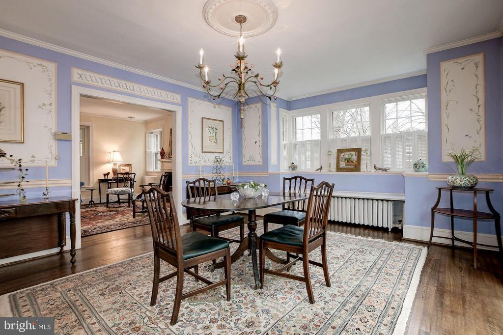 DR w/bay window+ one-of-a-kind hand-painted murals - 17 MAGNOLIA PKWY, CHEVY CHASE