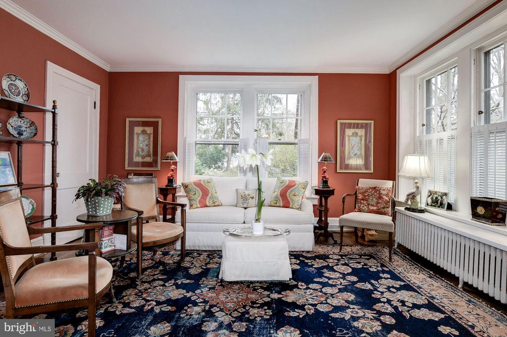 Family Room with many windows - 17 MAGNOLIA PKWY, CHEVY CHASE