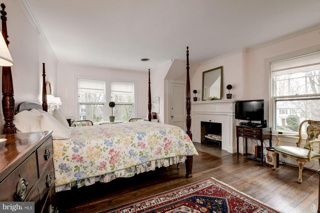 Master Bedroom with Adam-motif, wood burning FP - 17 MAGNOLIA PKWY, CHEVY CHASE