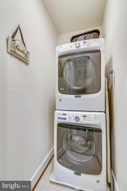 Bedroom-Level Full Front-Loading Washer and Dryer - 20495 MILBRIDGE TER, ASHBURN