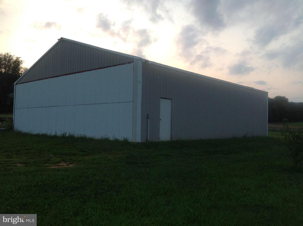 Large out building storage unit 42 x 48 - 12090 MOUNTAIN WATCH CT, LOVETTSVILLE