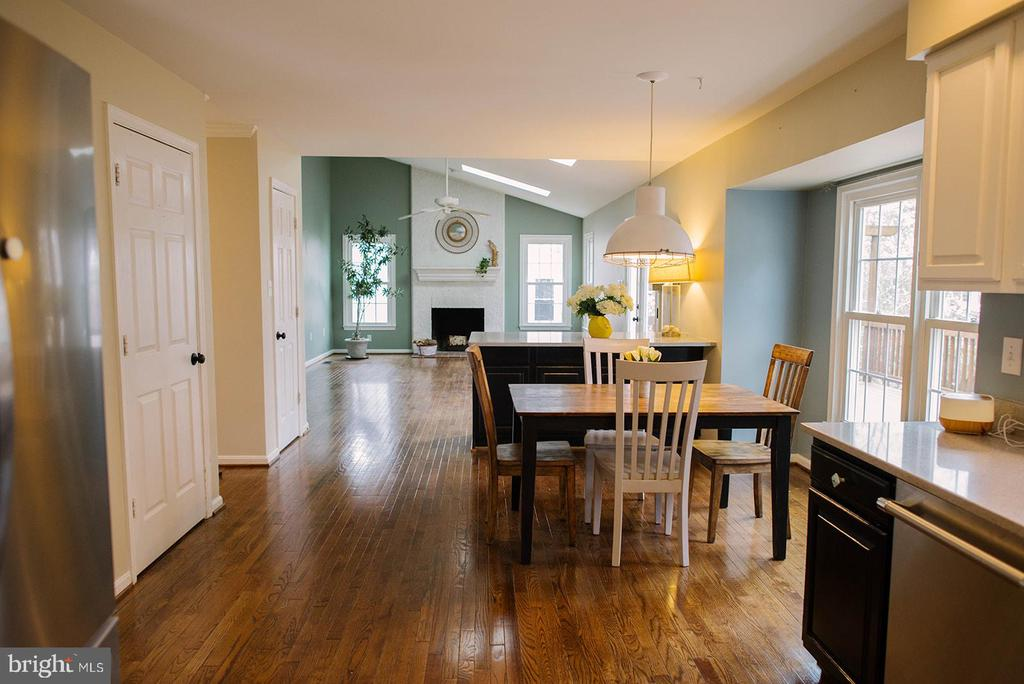 Expansive Living Area Great for Entertaining - 17281 PICKWICK DR, PURCELLVILLE