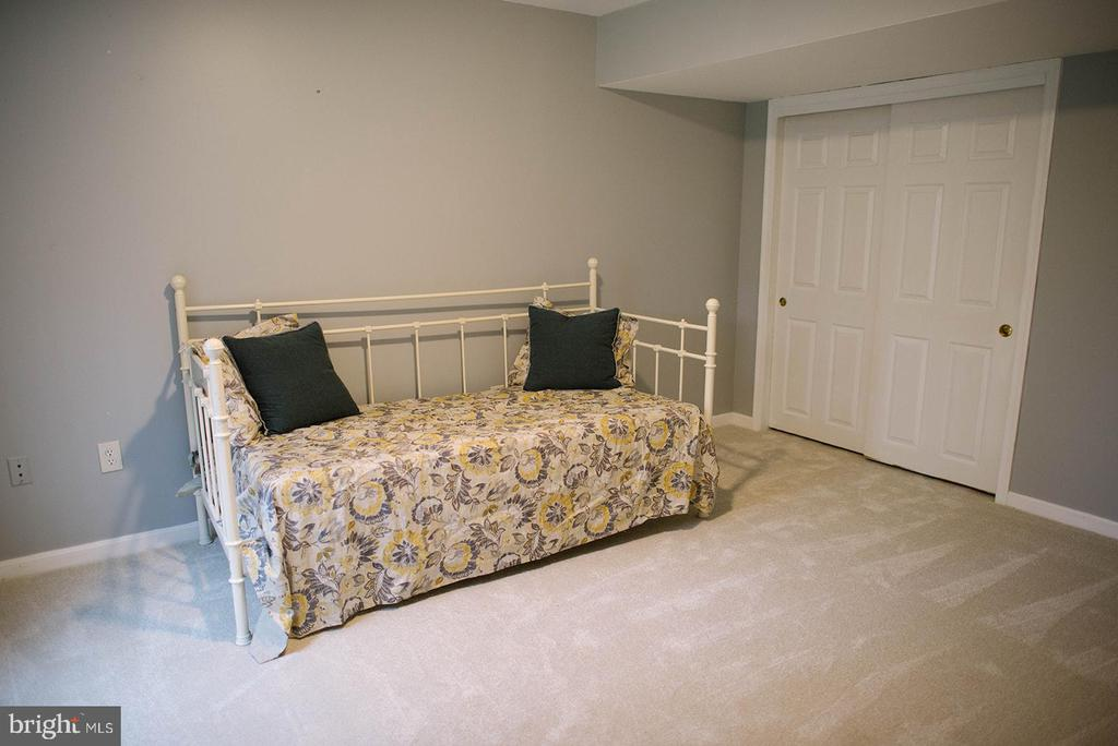 New Carpet in Basement Bedroom - 17281 PICKWICK DR, PURCELLVILLE