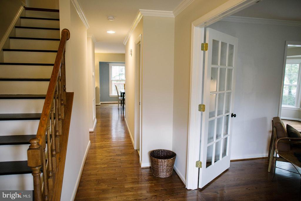 Stairs to Upper Level Bedrooms - 17281 PICKWICK DR, PURCELLVILLE