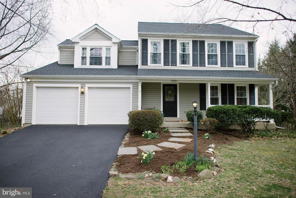 Welcome Home to Pickwick Dr. - 17281 PICKWICK DR, PURCELLVILLE