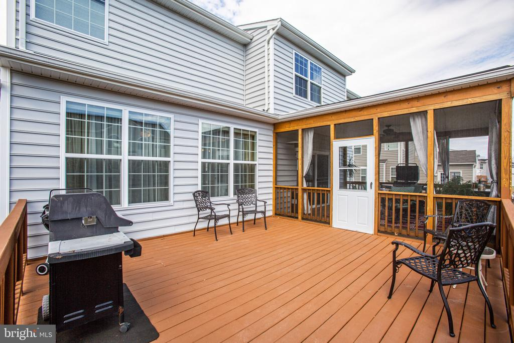 Deck offers play or relaxation space in the sun - 75 COLEMANS MILL DR, FREDERICKSBURG