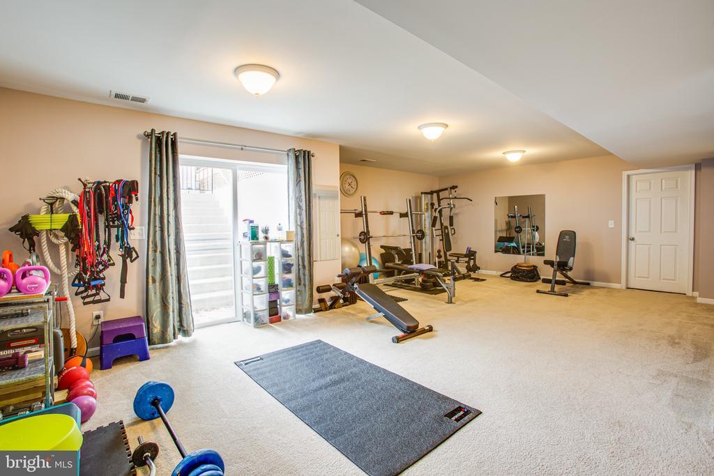 Sliding glass doors offer plenty of sun downstairs - 75 COLEMANS MILL DR, FREDERICKSBURG