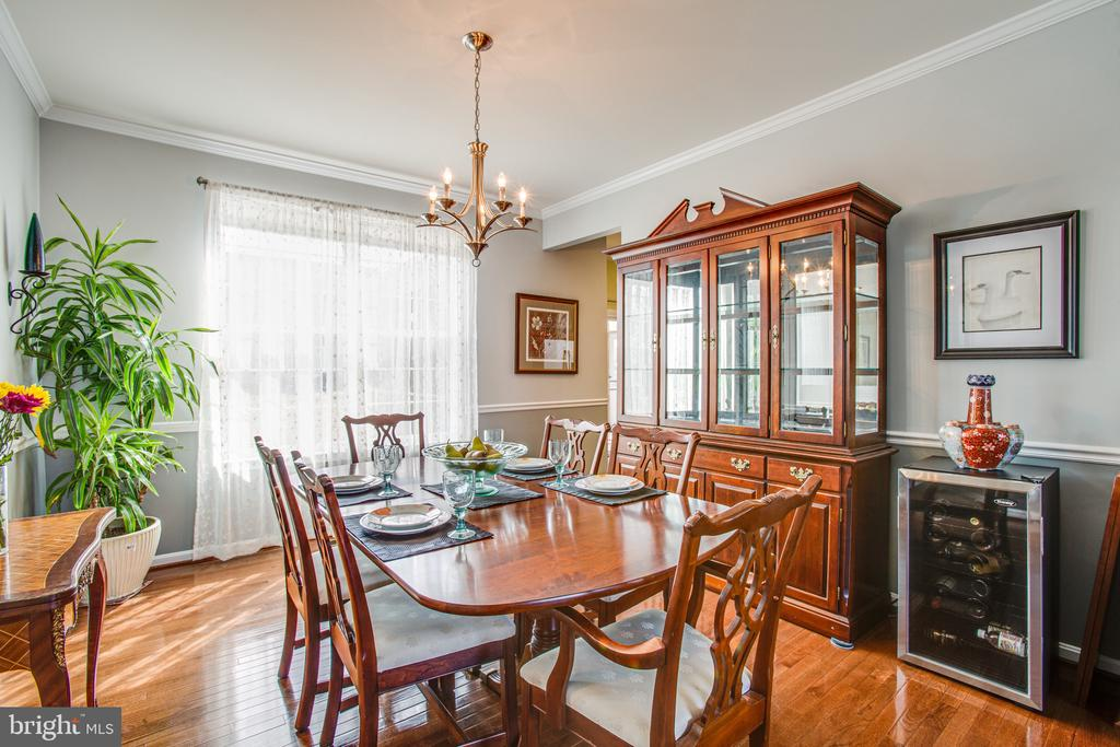 Dining room is perfect for entertaining - 75 COLEMANS MILL DR, FREDERICKSBURG