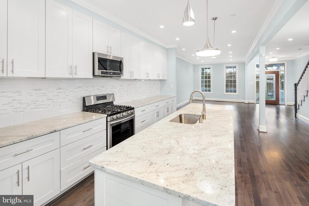Beautiful Andromeda White Granite countertops - 2509 N CAPITOL ST NE, WASHINGTON