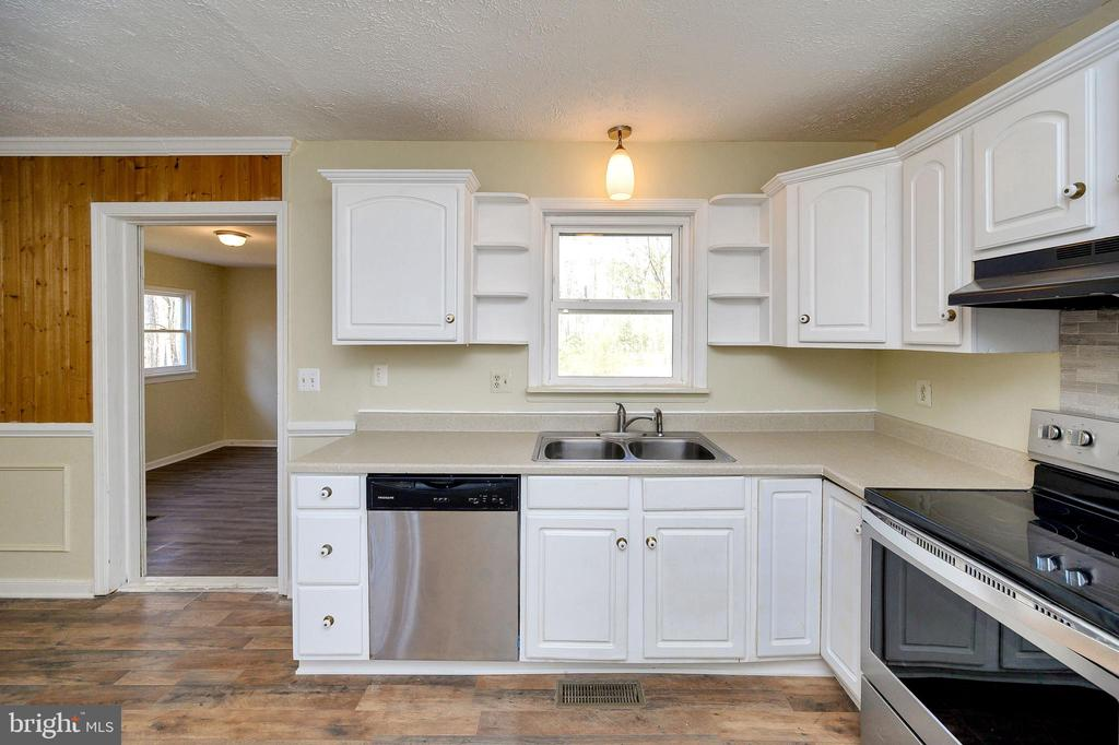 You will have ample space in this kitchen. - 7324 EMBREY DR, LOCUST GROVE