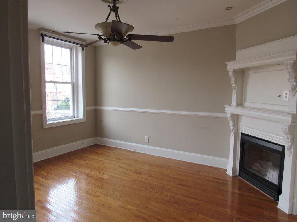 Top unit living room - 1803 2ND ST NW, WASHINGTON