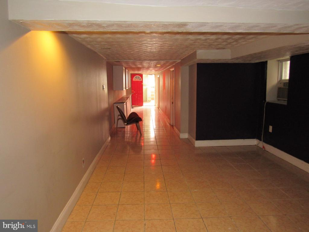 Lower level unit living room - 1803 2ND ST NW, WASHINGTON