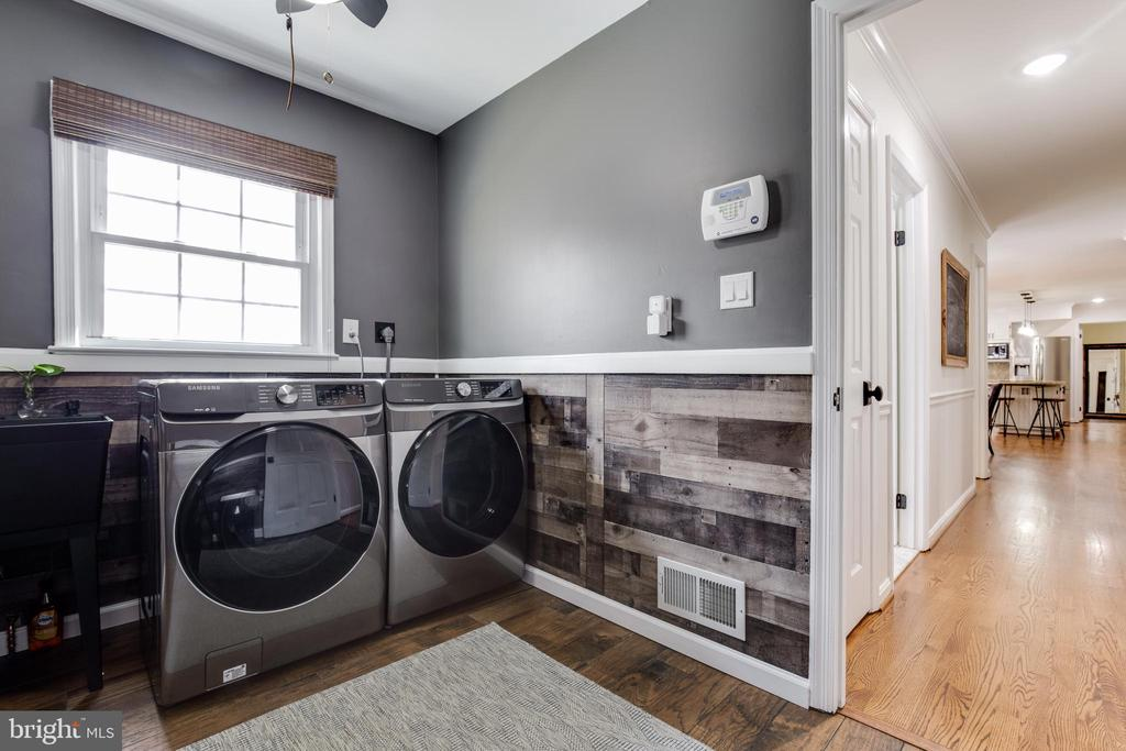 Main Level Laundry - 8511 CATHEDRAL FOREST DR, FAIRFAX STATION