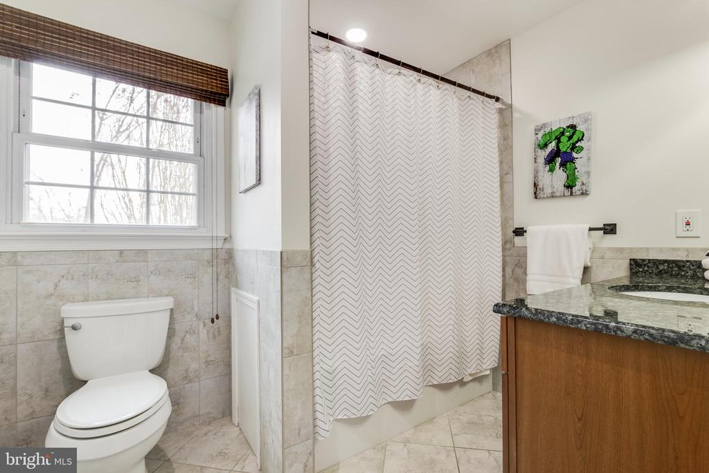 Full Bath - 8511 CATHEDRAL FOREST DR, FAIRFAX STATION