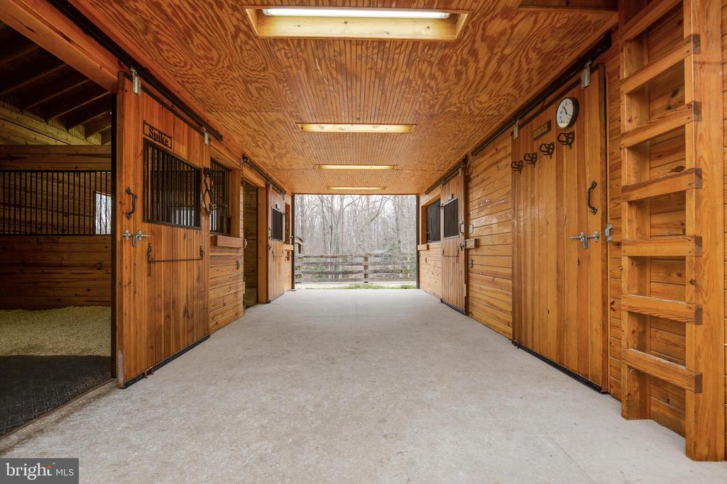 Stable - 8511 CATHEDRAL FOREST DR, FAIRFAX STATION