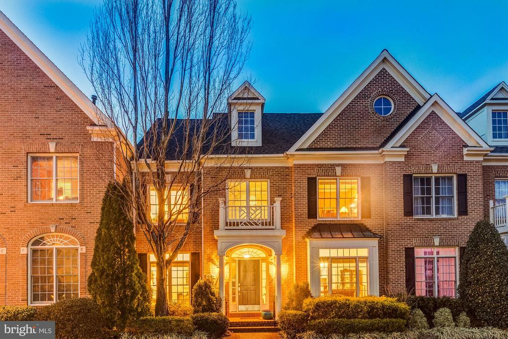 Welcome to the beautiful neighborhood of Farrcroft - 10104 FARR OAK PL, FAIRFAX