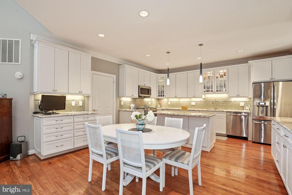 Gorgeous renovated kitchen! - 10104 FARR OAK PL, FAIRFAX