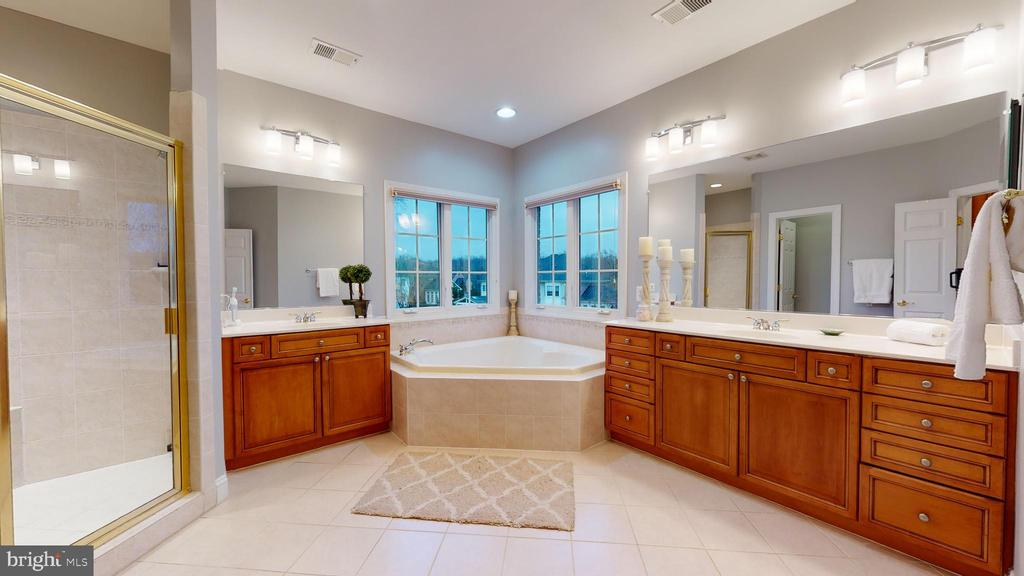 Luxury Bath - 1125 CLINCH RD, HERNDON