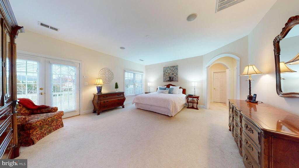 Lovely Master Suite - 1125 CLINCH RD, HERNDON