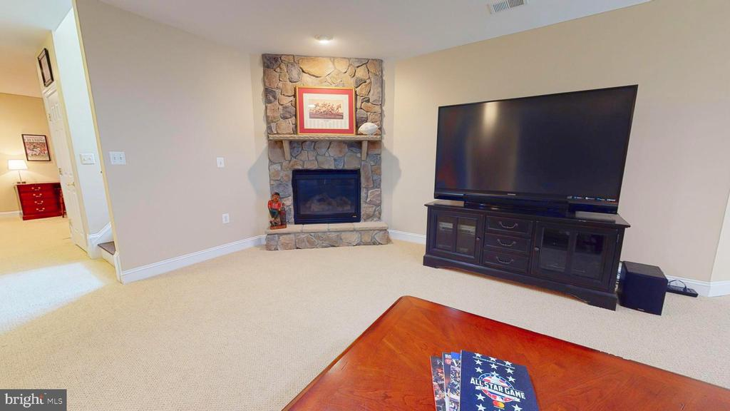 Stone Fireplace - 1125 CLINCH RD, HERNDON
