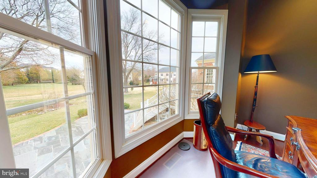 Bay Window In Library - 1125 CLINCH RD, HERNDON