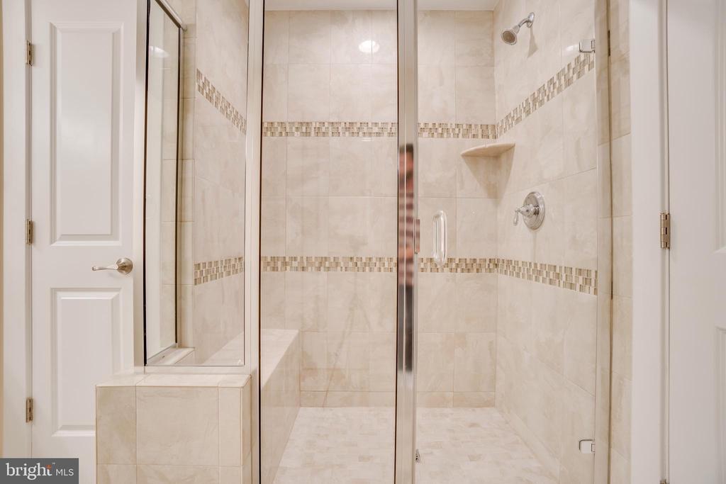 Master Shower - Linen closet door to left - 46673 JOUBERT TER, STERLING