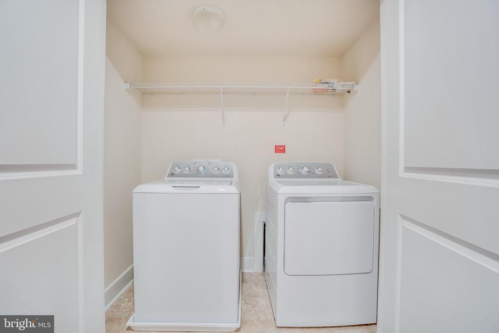 Washer/Dryer on Upper Level - 46673 JOUBERT TER, STERLING