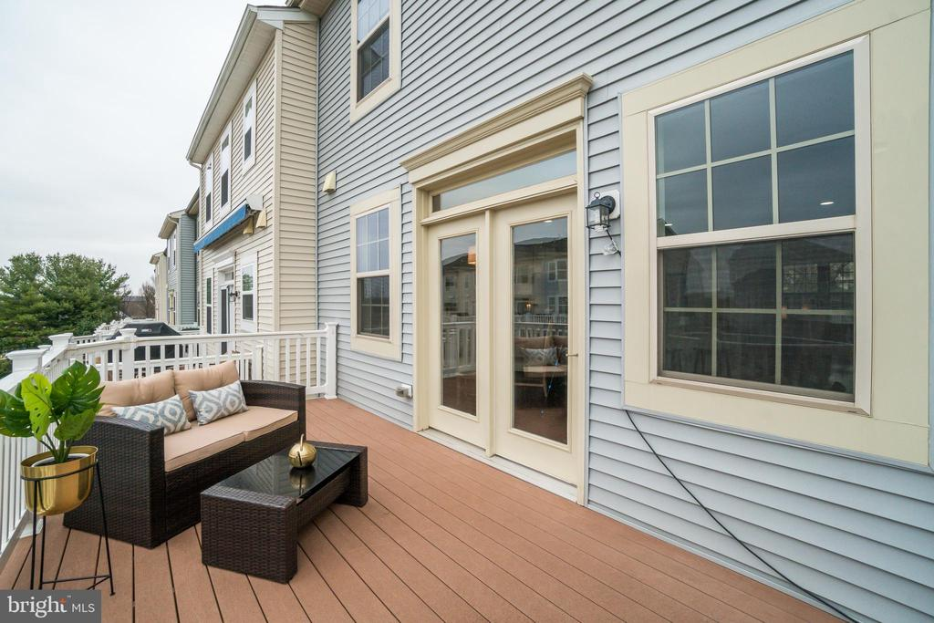 Rear deck off kitchen/dining room - 46673 JOUBERT TER, STERLING