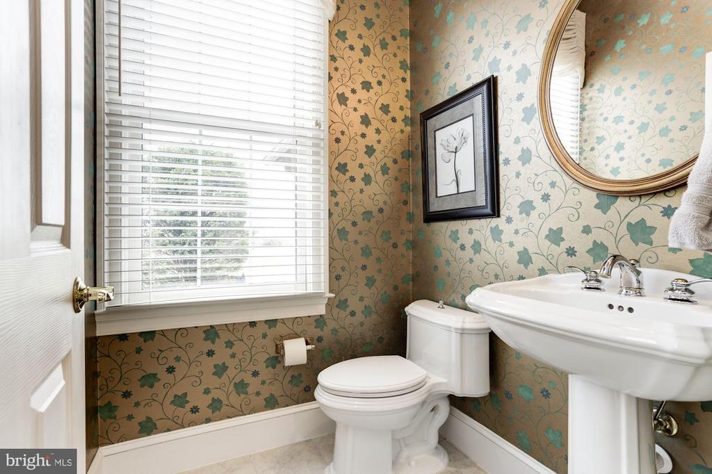 Two half bathrooms on the main floor - 14943 FINEGAN FARM DR, DARNESTOWN
