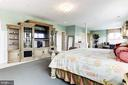 Master bedroom with 2 walk-in closets - 14943 FINEGAN FARM DR, DARNESTOWN