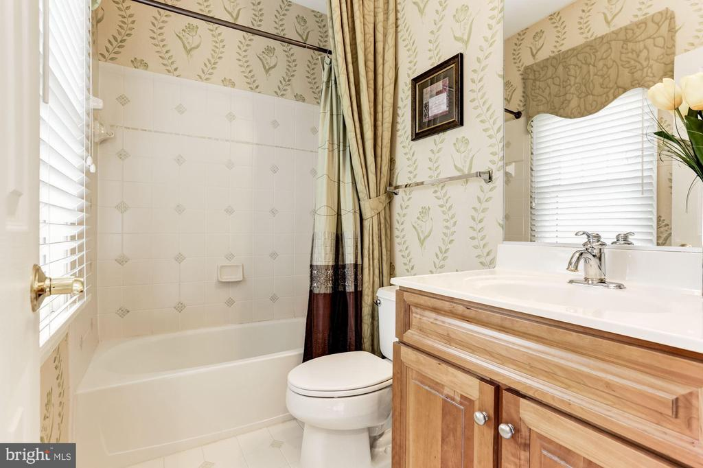 Bathroom for bedroom nr. 4 - 14943 FINEGAN FARM DR, DARNESTOWN