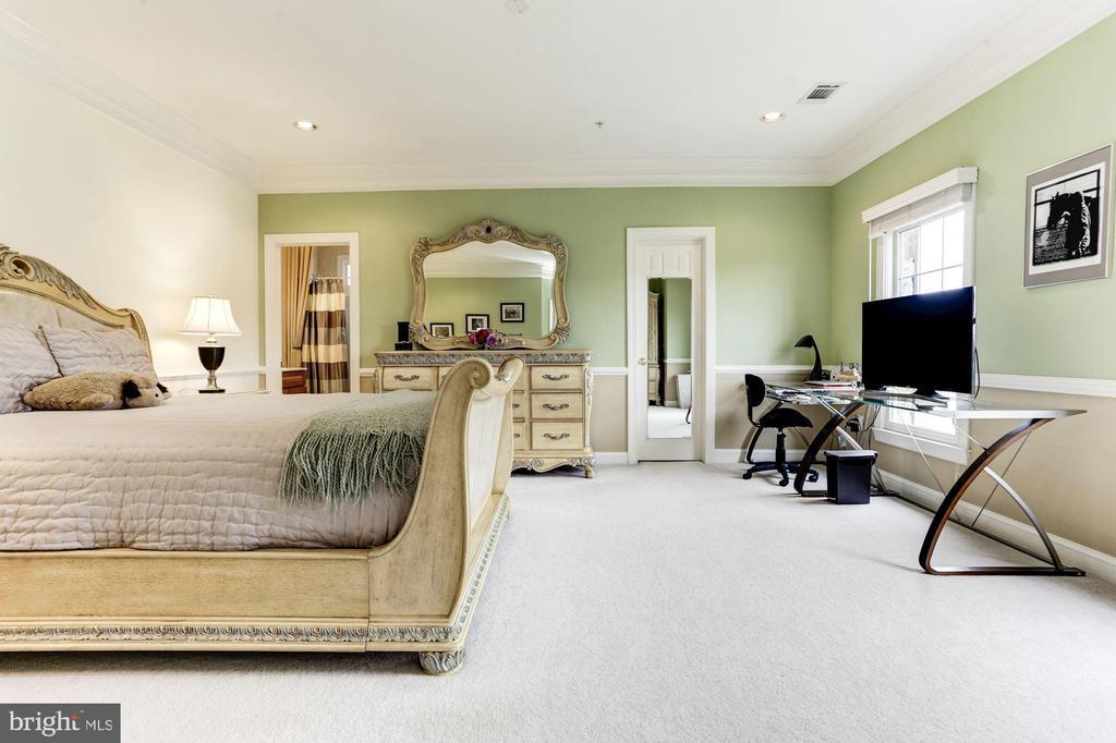 4 bedrooms on first floor - BR 3 - 14943 FINEGAN FARM DR, DARNESTOWN