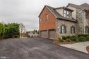 Large driveway, parking and 3 car garage - 14943 FINEGAN FARM DR, DARNESTOWN