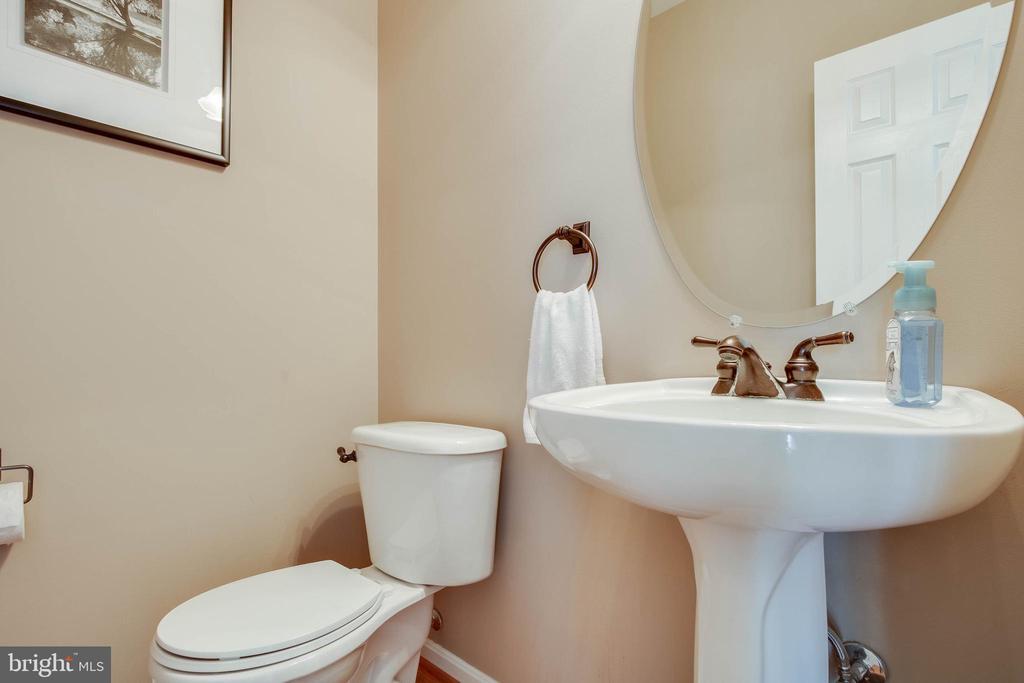Main Floor Half Bath - 18 BASKET CT, STAFFORD