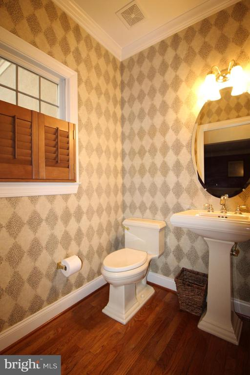 Main Level Half Bath - 19876 BETHPAGE CT, ASHBURN