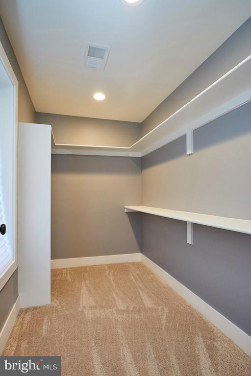 Walkin Master Bedroom Closet - 70 N LAYCOCK ST, HAMILTON