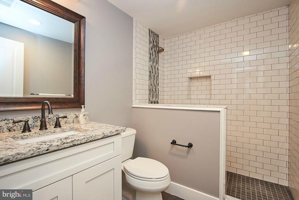 Remodeled Hall Bathroom - 70 N LAYCOCK ST, HAMILTON