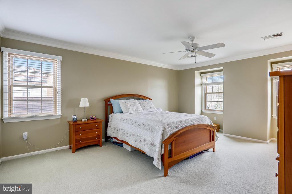 Master bedroom - 7108 NEEDWOOD RD, DERWOOD