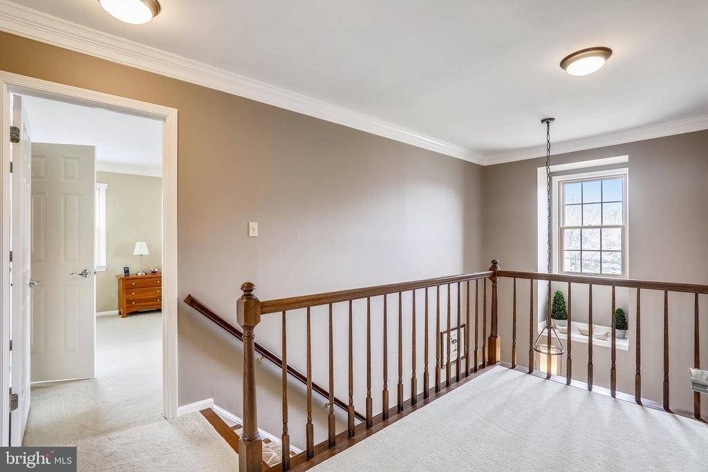 Upper hallway - 7108 NEEDWOOD RD, DERWOOD
