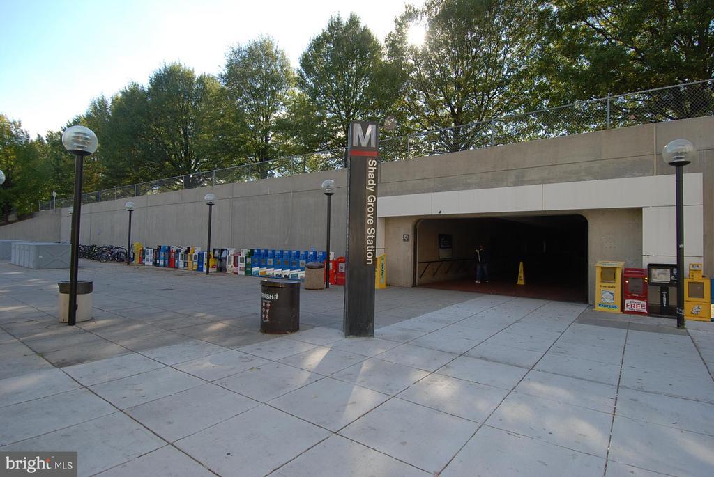 Close to Shady Grove Metro - 7108 NEEDWOOD RD, DERWOOD