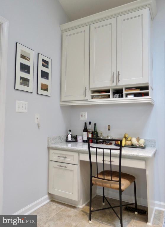 Phone desk off the kitchen - 335 FODDERSTACK RD, WASHINGTON