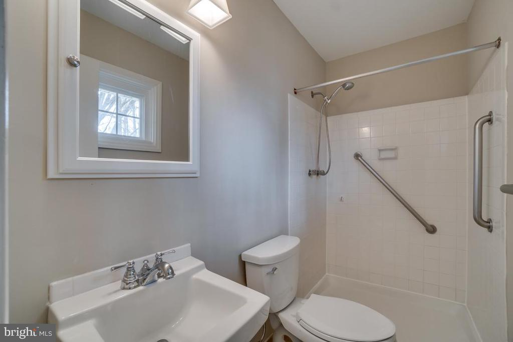 Master Bath - 510 S LINCOLN AVE, STERLING