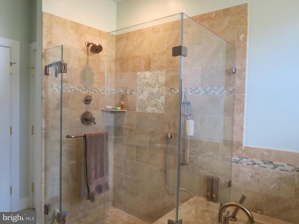 Master Bath shower - 335 FODDERSTACK RD, WASHINGTON