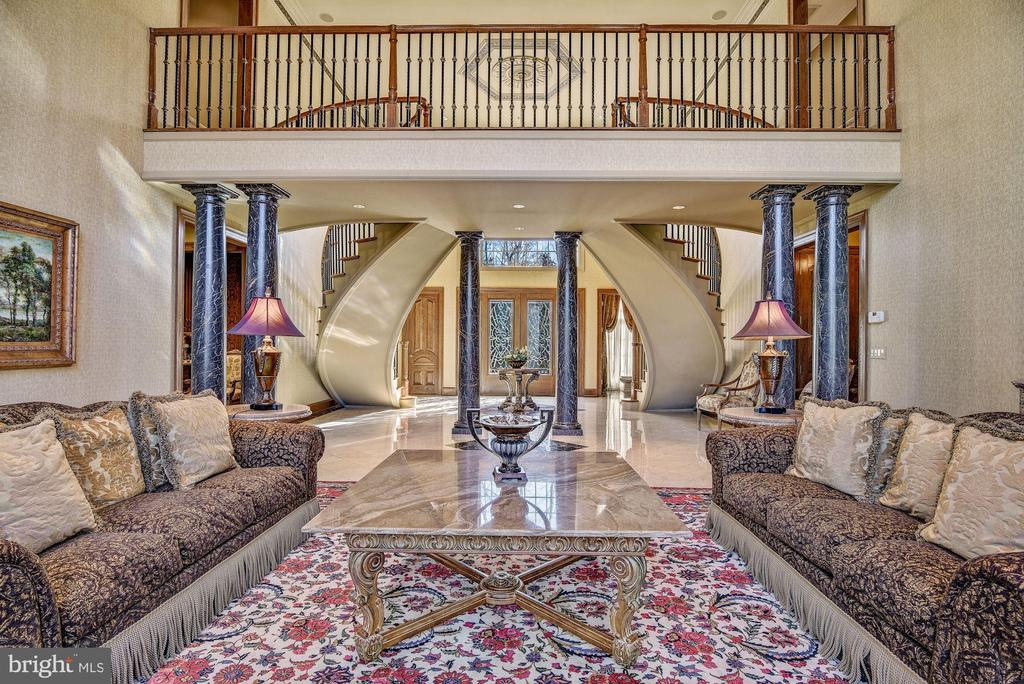 Dramatic Dual Curved Stair Unfolds to Great Room - 896 ALVERMAR RIDGE DR, MCLEAN